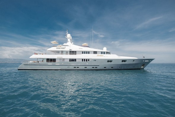 Marine Chic: Best of Yachts and Sailboats