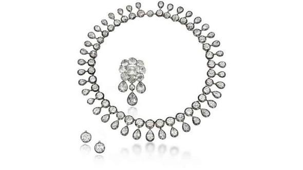 Marie-Antoinette's Jewels Exclusive Jewelry Marie-Antoinette's Jewels in Auction Exclusive Jewelry Marie Antoinettes Jewels in Auction 4
